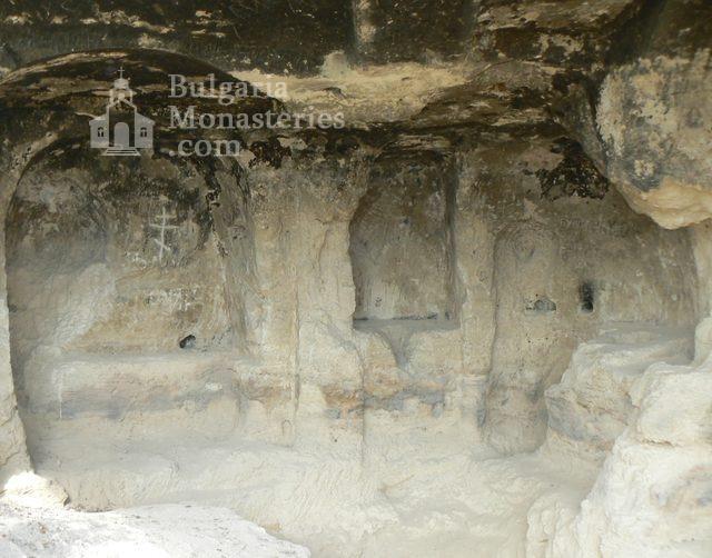 Алботински манастир (Снимка 2 от 2)