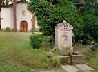 Априлски манастир  - Чешмата в двора