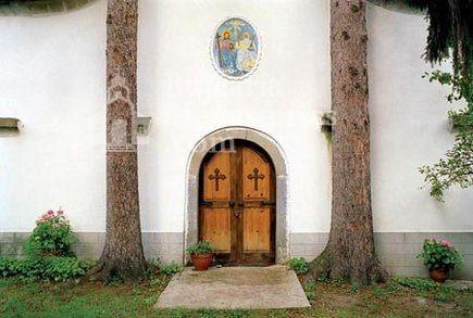 Априлски манастир  - Входът на църквата (Снимка 5 от 18)