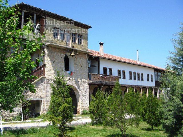 Араповски манастир - Комплексът от вътре (Снимка 6 от 27)