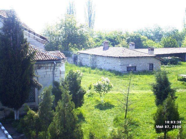 Араповски манастир - Манастирският двор (Снимка 4 от 27)