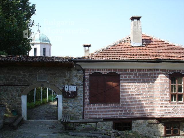 Арбанашки манастир - Арбанашки манастир (Снимка 1 от 14)
