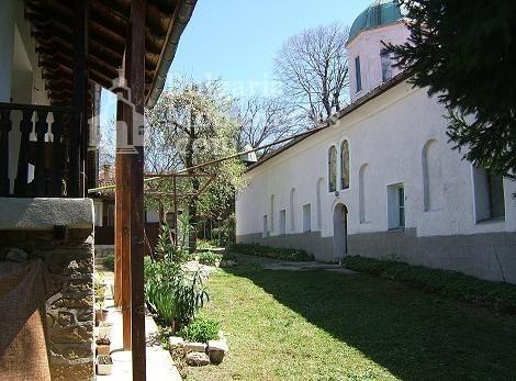 Арбанашки манастир - Дворът  (Снимка 4 от 14)
