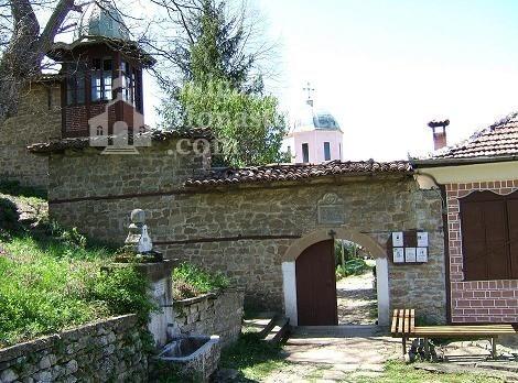 Арбанашки манастир - Входът на манастира (Снимка 3 от 14)
