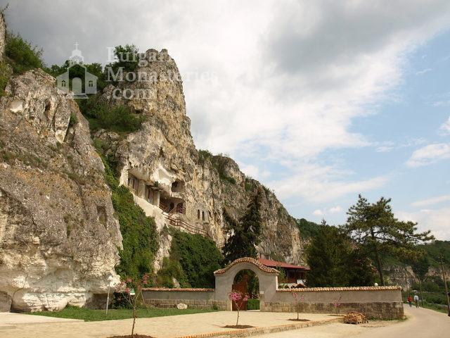 Басарбовски манастир (Снимка 1 от 34)