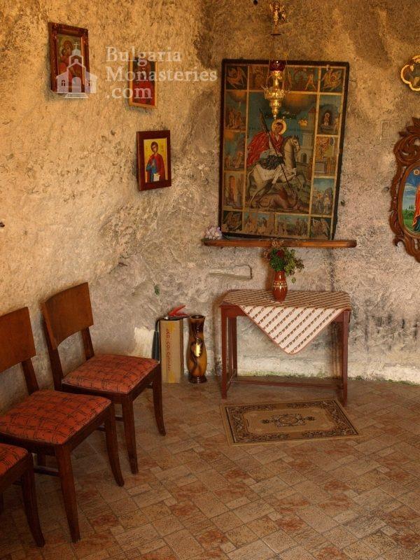 Басарбовски манастир - Църквата (Снимка 17 от 34)