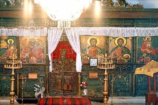 Баткунски манастир - Иконостасът в църквата (Снимка 4 от 23)