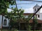 Баткунски манастир - Лозницата в двора