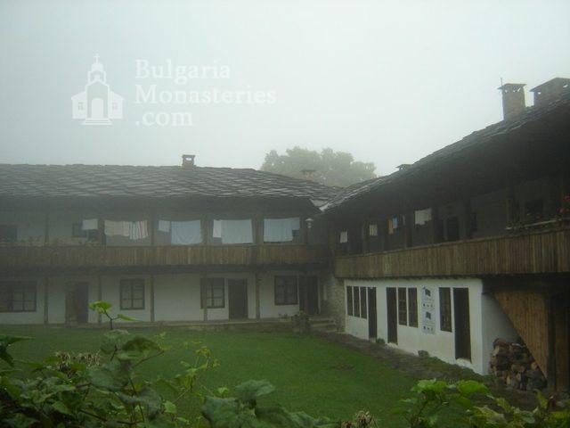 Батошевски манастир (Снимка 6 от 16)