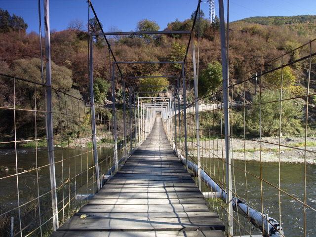 Батулийски манастир - Мостът над Искър, водещ до манастира (Снимка 8 от 9)