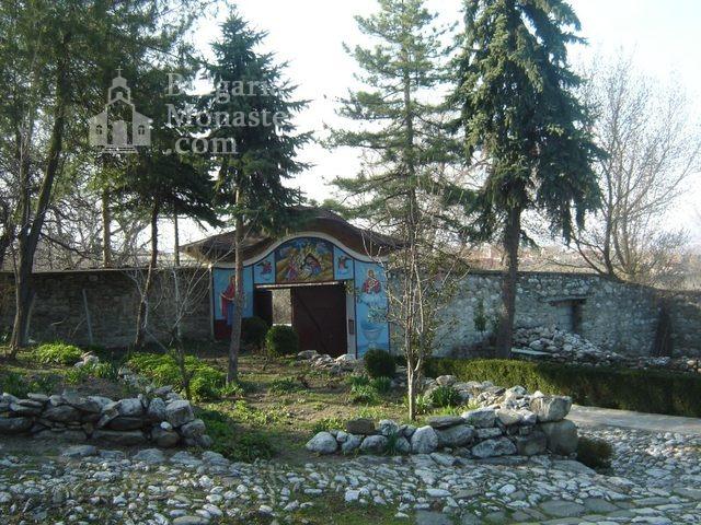 Белащински манастир - Дворът (Снимка 6 от 26)