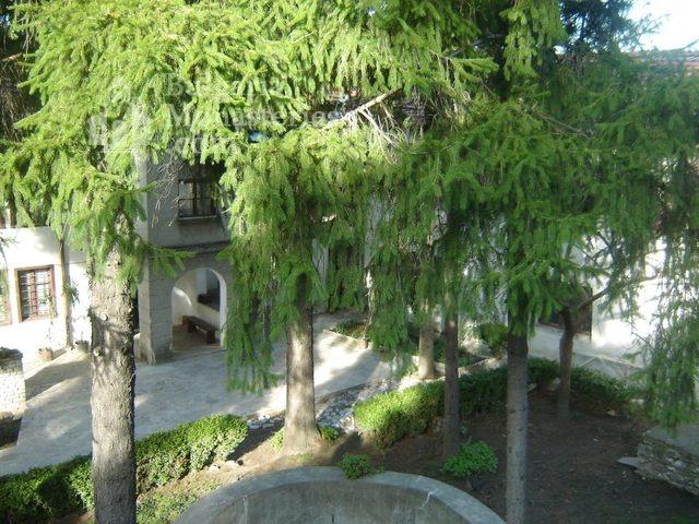 Белащински манастир - Дворът (Снимка 13 от 26)