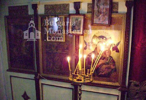 Белащински манастир - Олтарът в църквата (Снимка 8 от 26)