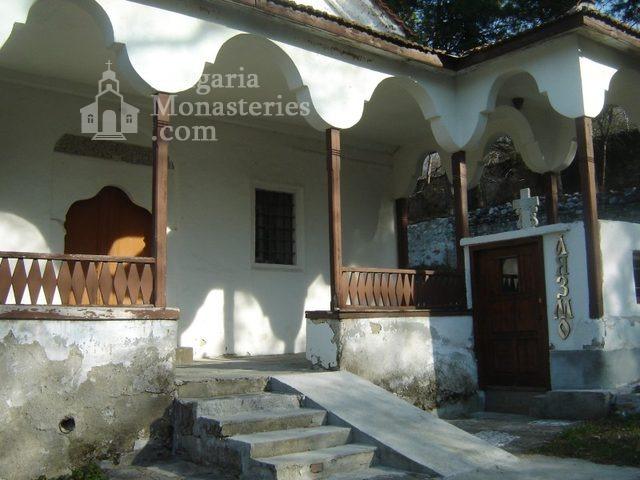 Белащински манастир - Входът на църквата с аязмото (Снимка 10 от 26)