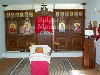 Ботевски манастир - Иконостасът в църквата (Снимка 2 от 10)