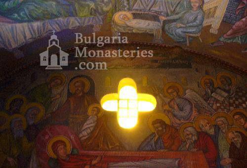 Чепински манастир - Вътрешността на църквата (Снимка 3 от 11)