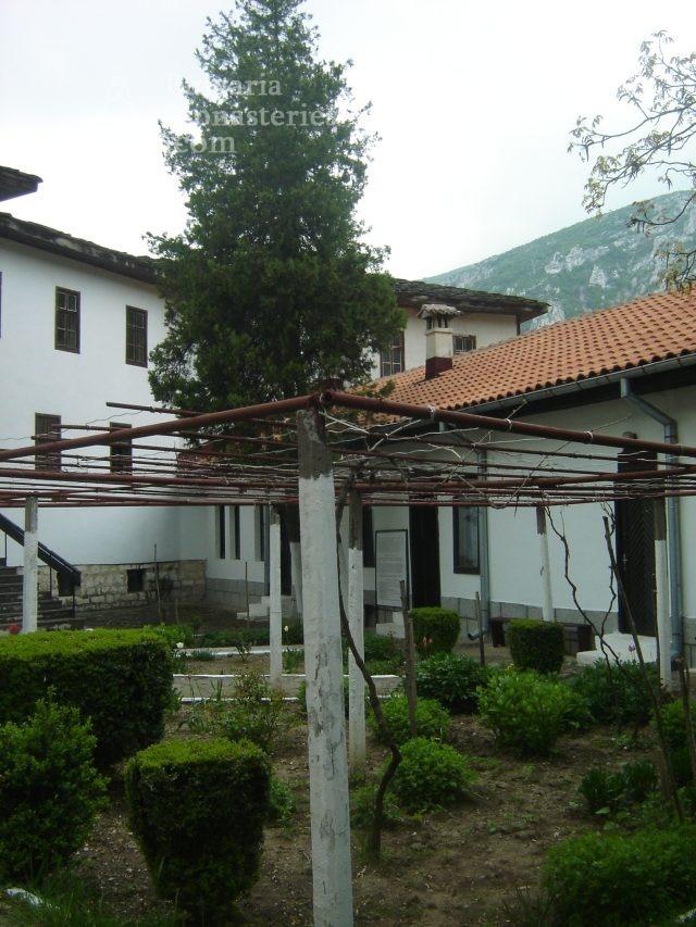 Черепишки манастир (Снимка 28 от 29)