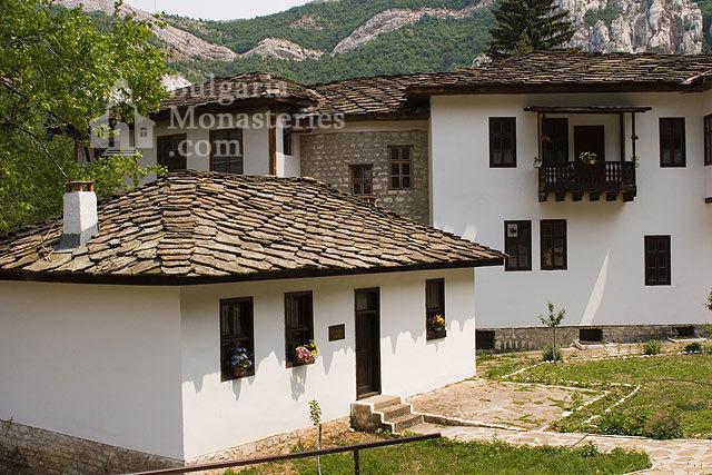 Черепишки манастир - Жилищните сгради (Снимка 9 от 29)