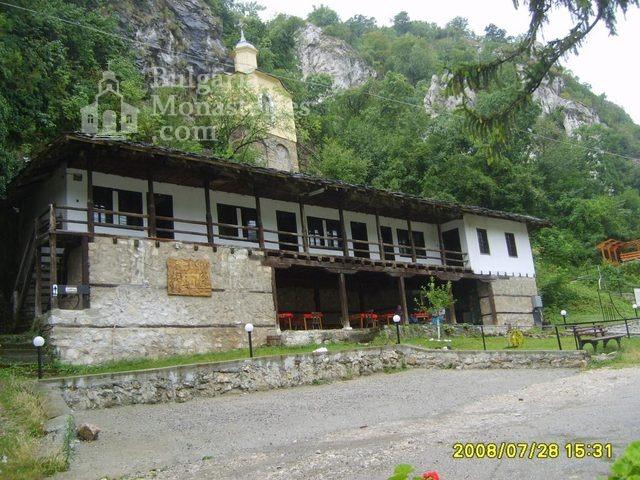 Черепишки манастир - Жилищните сгради (Снимка 12 от 29)