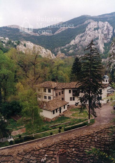 Черепишки манастир - Комплексът (Снимка 3 от 29)