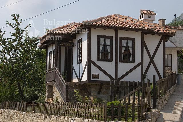 Черепишки манастир - Манастирският вход (Снимка 6 от 29)