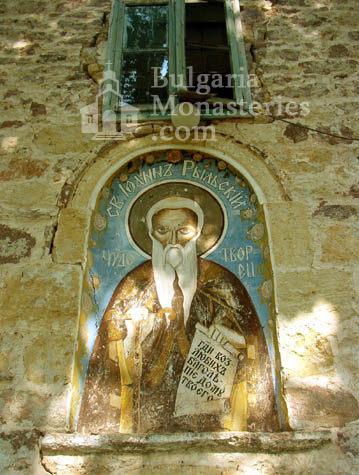 Чипровски манастир - Фасадата на църквата (Снимка 1 от 18)