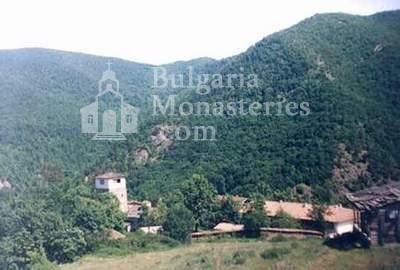 Чипровски манастир - Манастирът от птичи поглед (Снимка 14 от 18)