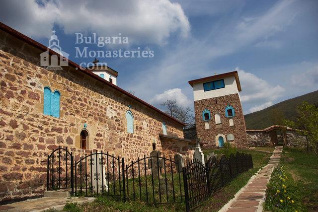 Чипровски манастир - Църквата и кулата (Снимка 7 от 18)