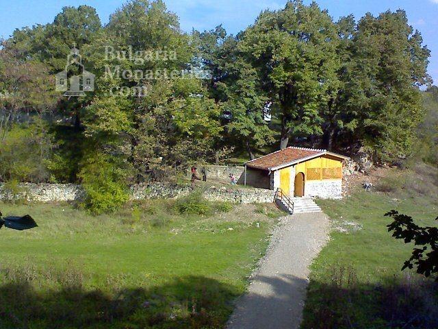 Чирпански манастир  (Снимка 3 от 30)