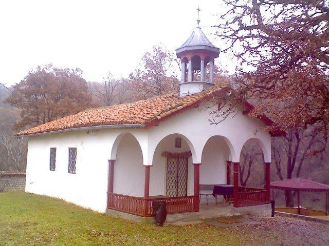 Чирпански манастир  - Църквата
