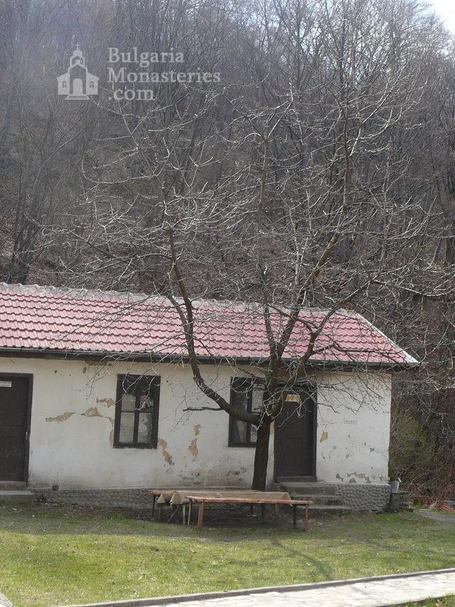 Дивотински манастир - Манастирските сгради (Снимка 10 от 16)