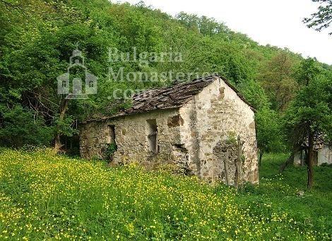 Долнобешовски манастир (Снимка 1 от 6)