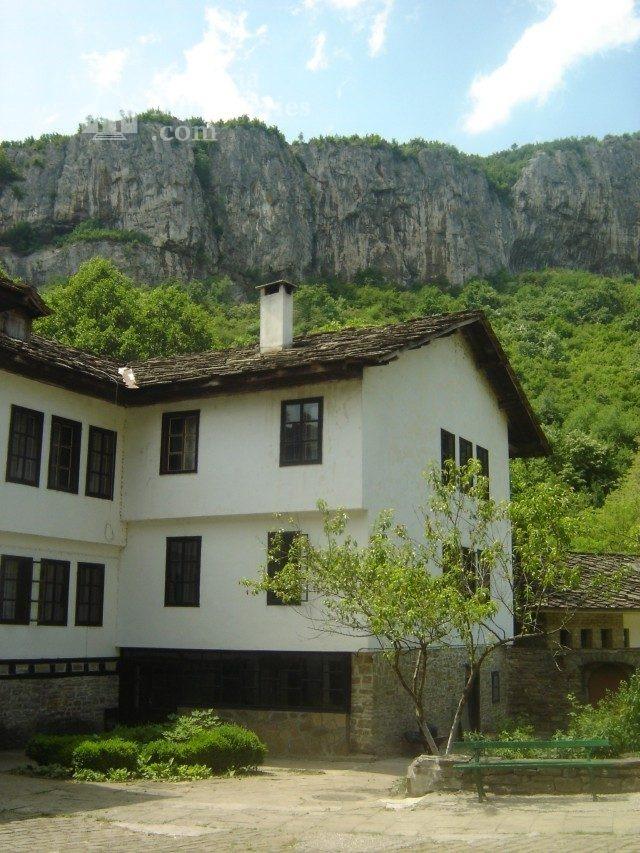 Дряновски манастир - Жилищните сгради (Снимка 6 от 22)