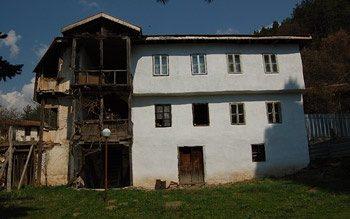 Елешнишки манастир - Жилищните сгради (Снимка 3 от 15)