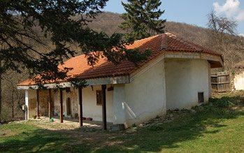 Елешнишки манастир - Жилищните сгради (Снимка 4 от 15)