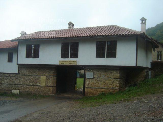 Етрополски манастир (Снимка 5 от 29)