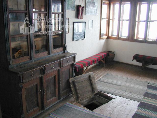Гложенски манастир (Снимка 7 от 33)