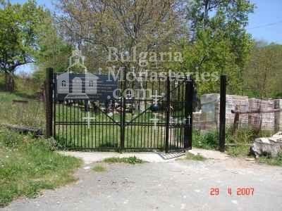 Голямобуковски манастир - Манастирските порти (Снимка 2 от 7)
