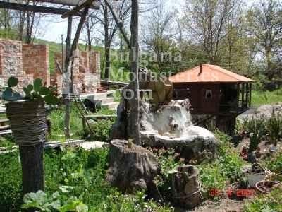 Голямобуковски манастир - Манастирският двор (Снимка 4 от 7)