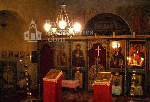 Горнобански манастир - Иконостасът в църквата (Снимка 2 от 5)