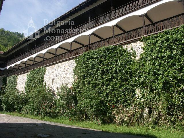 Горноводенски манастир - Жилищните сгради (Снимка 13 от 20)