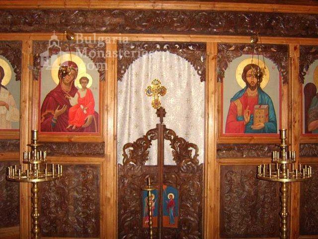 Градешки манастир - Иконостасът в църквата (Снимка 7 от 16)