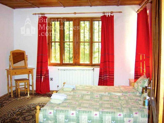 Градешки манастир - Интериора в стаите (Снимка 8 от 16)