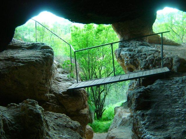 Ивановски манастир - Входа на Кръщалнята (Снимка 36 от 41)