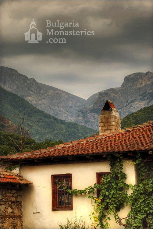 Калоферски манастир (Снимка 3 от 10)