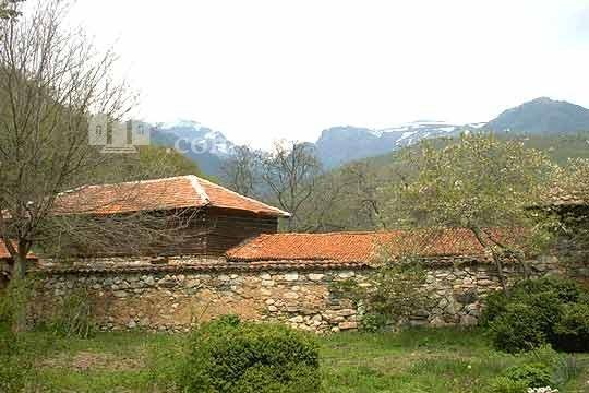 Калоферски манастир - Манастирът от вън (Снимка 5 от 10)