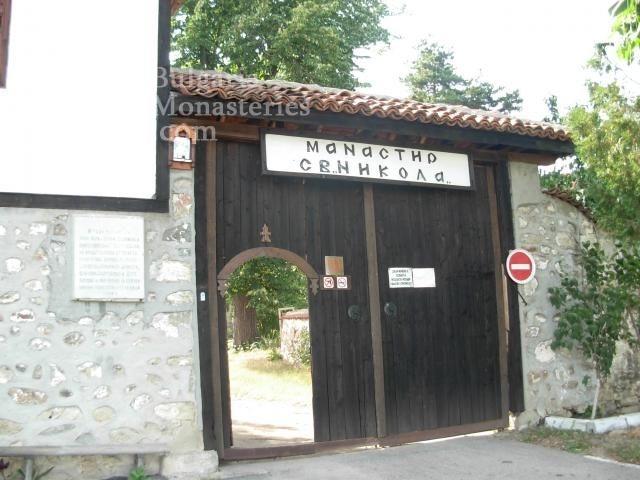 Калугеровски манастир - Манастирската порта (Снимка 9 от 11)