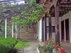 Къпиновски манастир - Дворът на манастира