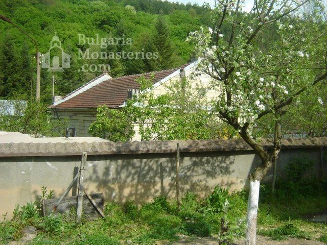 Каранвърбовски манастир (Снимка 7 от 26)