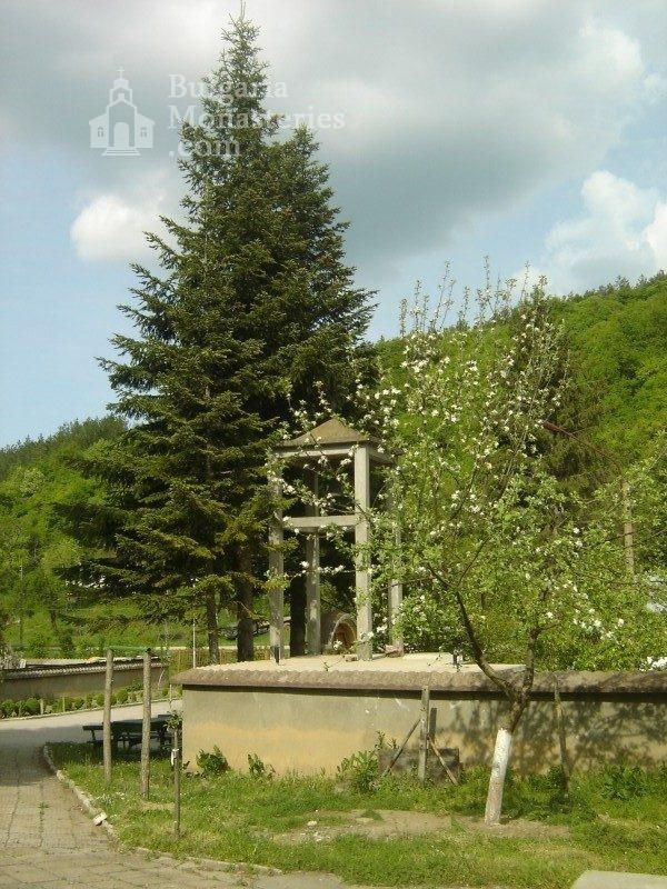 Каранвърбовски манастир (Снимка 8 от 26)